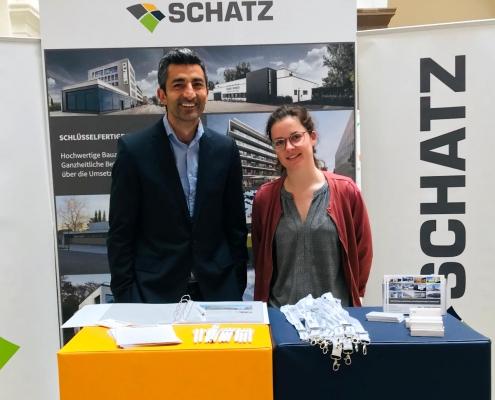 SCHATZ auf der Firmenmesse der HfT Stuttgart - v. l. n. r.: Serdal Ceylan, Johanna Hamacher