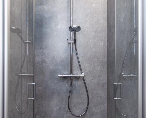Neuer Duschraum für SCHATZ-Mitarbeiter